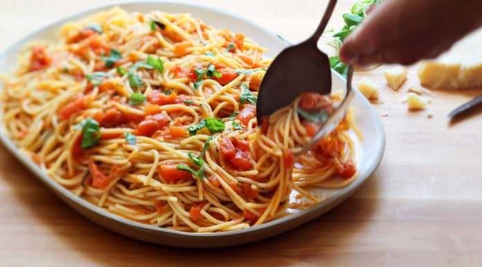 spaghetti al pomodoro | ilmondodisuk.com