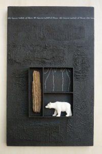 Nelle foto, alcune opere in mostra\ ilmondodisuk.com