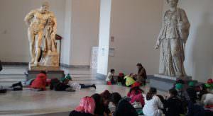 Nelle foto, alcuni momenti del laboratorio al Museo Archeologico Nazionale di Napoli con Luigi Filadoro nella prestigiosa Collezione Farnese\ ilmondodisuk.com