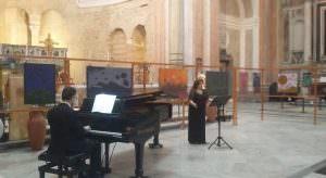 In foto, il soprano Anna Rita Scognamiglio e il pianista Rosario Pignatelli\ ilmondodisuk.com
