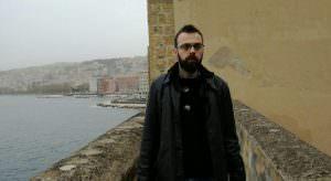 """In foto, in alto l'opera dell'artista napoletana Diana Franco, """"L'oro di Napoli""""; al centro Aniello Balestrieri, uno dei sostenitori del progetto SosPartenope\ilmondodisuk.com"""