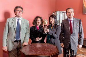 Nella foto, da sinistra, Paolo Jorio, Francesca Vitelli, Sara Lubrano, Riccardo Imperiali (in rappresentanza della Deputazione) durante la cerimonia di consegna della mistra realizzata dalla giovane artista