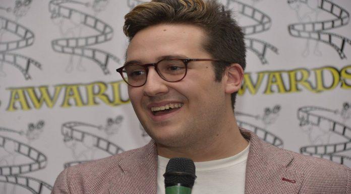 Nella foto di Nando Calabrese, un momento della cerimonia di premiazione della scorsa edizione con l'ideatore Giammy Caccese\ ilmondodisuk.com