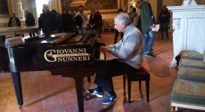In foto, alcuni momenti delle lezioni-concerto tenute dall'arredatore sonoro Rosario Ruggiero nella sala Camuccini del Museo di Capodimonte\ilmondodisuk.com