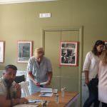 In foto, Carla Manna Pinzero e Erika Bowinkel con i giurati Christian Montagna e Michele Chianese di Radio Crc al caffè letterario di piazza Dante per le audizioni di Cometincanto\ ilmondodisuk.com