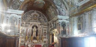In foto, in alto la cappella della confraternita dei Bianchi della Giustizia\ ilmondodisuk.com