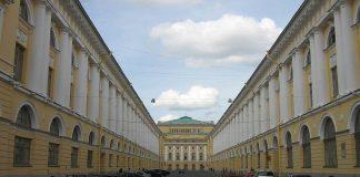 In foto, l'ingresso dell'Accademia di San Pietroburgo (Russia) in via Rossi, autore Potekhin\ ilmondodisuk.com