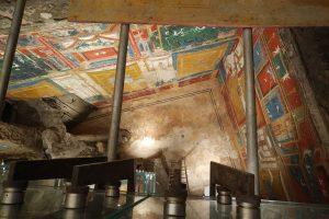 Qui sopra, la Villa Romana. In alto Maria