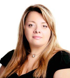 Qui sopra, Mirella orsi, giornalista sc ientifica che intervisterà le sei vincitrici, nell'immagine in alto