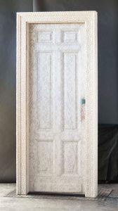 """Qui sopra, una delle sue porte. In alto la 500 """"merlettata"""""""
