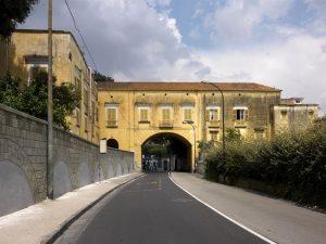 Qui sopra, il fabbricato Colletta fotografato da Luciano Romano. In alto, un momento della maratona digitale 2017