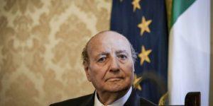 Qui sopra, Antonio Amoretti, presidente Anpi Napoli. In alto, un'immagine delle 4 giornate