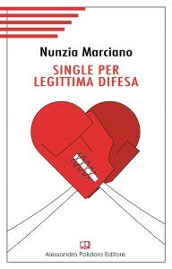 Qui sopra, la copertina del libro. In alto, la solitudine femminile allo specchio