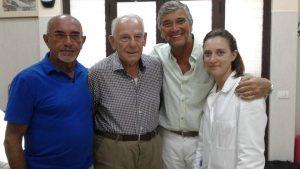 Da sinistra, Gaetano Pacente (t-shirt blu), il professor Salvatore Di Somma (camicia bianca) con il gruppo di ricerca\ ilmondodisuk.com