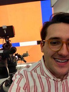 Nelle foto, in alto, un momento della trasmissione; qui sopra, il giovane studente napoletano Giammarco Caccese\ ilmondodisuk.com
