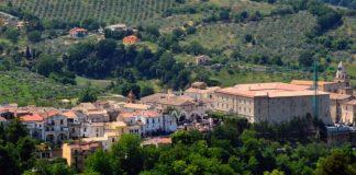 In foto, l'antico borgo di Laurino \ilmondodisuk.com