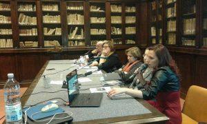 Qui sipra, Mariaguovanna, la prima sulla destra, alla prima presentazione ufficiale del libro organizzata alla Società napoletana di Storia Patria