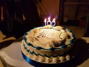 Qui sora, la torta del centenario. On alto, Schifano con Bassolino