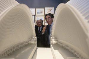 Santiago Calatrava e Vincenzo De luca davanti al palstico dello hub di New York