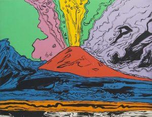 Qui sopra, il Vesuvio di Warhol. In alto, il belvedere di Capodimonte